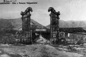 Antigua postal acceso a Villa Valguarnera