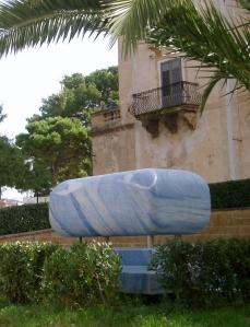 Tumba de Guttuso, en el jardín de Villa Cattolica